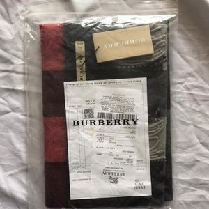BURBERRY SCARF UNISEX %100 CASHMARE NWT